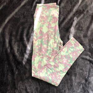 Lavender leggings green, NWOT flowers OS LuLaRoe